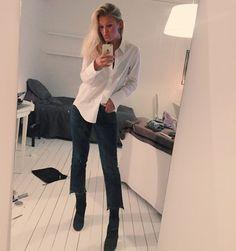 Elsa Wedebrand, 18 år, Göteborg. Bloggen inriktar sig på mode, livstil och inspirera andra. Intresserad av samarbete eller har du som läsare en fråga?Kontakta, Elsa.blogg@hotmail.se