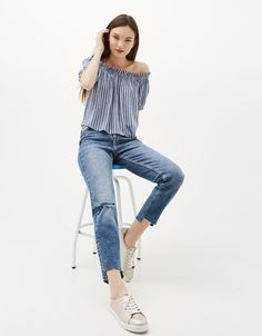 Bershka Colombia - Blusa escote mesonera volumen