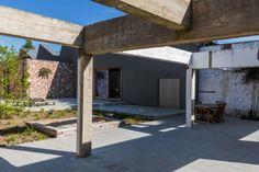 Belgium: Individual housing and offices in Courtrai by Klarté Architecten Installer : STOCKMAN nv, Copyright : Yannick Milpas  #SineWaveProfile #QuartzZinc #Architecture #IndividualHousing #Offices #Zinc #VMZINC