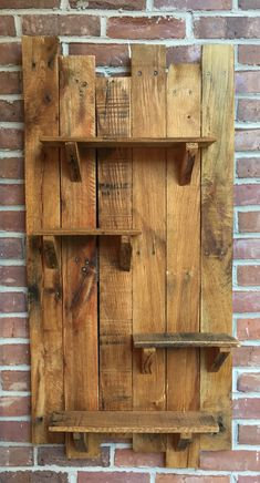 Garage Vegetable Storage and Pics of Garage Organization Power Tools. Pallet Home Decor, Wooden Pallet Projects, Wooden Pallet Furniture, Wood Pallets, Diy Furniture, Pallet Ideas, Pallet Wood, Hanging Garage Shelves, Pallet Wall Shelves