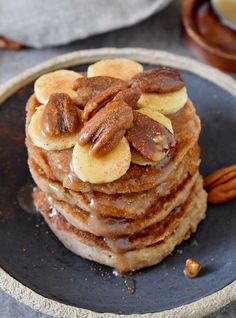 banana oat pancakes that are vegan (dairy-free, egg-free), gluten-free, refined sugar-free, and very easy to make! These oatmeal pancakes are perfect for breakfast or as a healthy dessert. Oat Pancakes Vegan, Oat Flour Pancakes, Banana Oatmeal Pancakes, Banana Oats, Pancakes Easy, Oatmeal Chocolate Chip Cookies, Dairy Free Eggs, Egg Free, Three Ingredient Pancakes