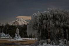 An icy night near Mount Fuji Photographed by Yuga Kurita (farm8.staticflickr.com)
