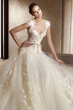 Ellie Saab. This website you can purchase it - http://www.weddingveil-shop.com/princess-sweetheart-cap-tulle-lace-court-wedding-dress-style-aglaya-g11134