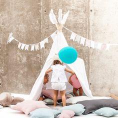 Tipi blanco con estrellas para decorar cuartos de jugar