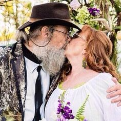 Uncle si and his wife Christine Duck Dynasty Family, All Cartoon Characters, Dynasty Tv, Miss Kays, Robertson Family, Drake And Josh, Ducks Unlimited, Quack Quack, Duck Commander