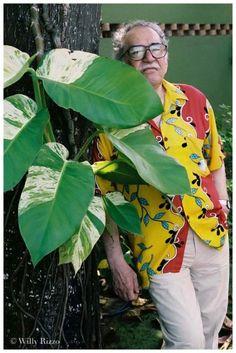 Gabriel Garcia Marquez, 1958 © Willy Rizzo -- Gabriel José de la Concordia García Márquez, mejor conocido como Gabriel García Márquez (Aracataca, Colombia, 6 de marzo de 1927), es un escritor, novelista, cuentista, guionista y periodista colombiano. En 1982 recibió el Premio Nobel de Literatura. Es conocido por su apócope Gabo desde que Eduardo Zalamea Borda subdirector del diario El Espectador, comenzara a llamarle así.