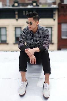How To Wear White Suede Bucks/Derby Shoes Rethink. Fashion Beauty, Mens Fashion, Stylish Boys, Derby Shoes, Sharp Dressed Man, Summer Wear, Summer Looks, Dapper, Men Dress