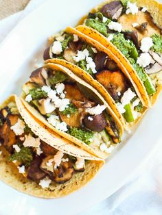 Fire up the grill to make these grilled vegetable and quinoa tacos with cilantro pesto! Smoky grilled spears of zucchini and mushrooms are served in corn tortillas with quinoa and a spicy cilantro and pepita pesto. Grilled Mushrooms, Stuffed Mushrooms, Stuffed Peppers, Quinoa Tacos, Cilantro Pesto, Vegetarian Tacos, Grilled Vegetables, Quick Easy Meals, Healthy Recipes