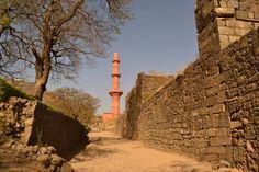minaret . daulatabad , india