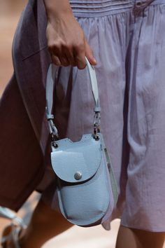 Beautiful People at Paris Fashion Week Spring 2020 - Details Runway Photos Source by nickierouse Bags designer Unique Handbags, Popular Handbags, Luxury Handbags, Purses And Handbags, Designer Handbags, Small Leather Bag, Small Leather Goods, Leather Purses, Leather Handbags
