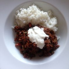 Chilli and rice with sour cream – The Body Coach – 90 daysss plan – Cycle 3 Source by landidi Low Calorie Recipes, Meat Recipes, Vegetarian Recipes, Dinner Recipes, Healthy Recipes, Healthy Food, Healthy Alternatives, Healthy Options, Joe Wicks Recipes