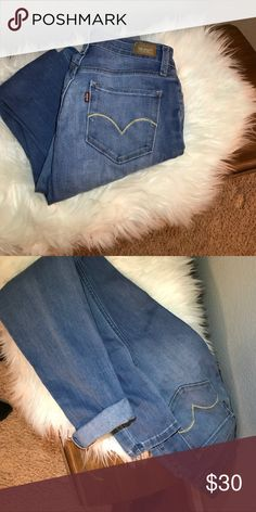 🌸LEVIS SKINNY JEANS Adorable light jean Levi skinnies! Adorable cropped or straight down, size 27. Thanks for stopping by my closet 😌🌸❤️ Levi's Pants Skinny