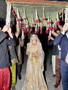 Ali and Yasmeen Morani's daughter Shirin Morani at her wedding. Wedding Reception Entrance, Wedding Mandap, Garland Wedding, Wedding Stage, Wedding Photoshoot, Wedding Pics, Trendy Wedding, Wedding Bride, Wedding Decoration