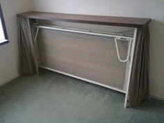 Opklapbed , ik weet niet meer percies hoe het bed er uit zag, maar ik sliep er altijd in bij mijn oma!
