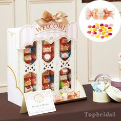 Sharing some sweetness with your guests with this lovely bon*bon candy favor set. wrapped in the beautiful bon*bon candy bags. Bakery Packaging, Cool Packaging, Food Packaging Design, Packaging Design Inspiration, Brand Packaging, Display Design, Box Design, Valentines Day Package, Bon Bon Candy