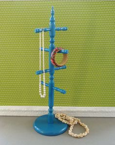 Teal Mug Rack. These are great for mugs, but even better for necklace/bangle organizers! Easy, attractive way to display and organize all your pretty baubles.Nice for entryways too for storing keys and even a spot to dry damp mittens! Scarf Organization, Diy Furniture Decor, Wood Mug, Mug Tree, Mug Rack, My New Room, Jewellery Display, Jewelry Making