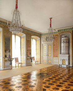 Golden hour for one of the well preserved marquetry floors over the world. - Red Salon in Tullgarns Slott. Designed in 1790 by Jean-Baptiste Masreliez. Palace Interior, Marquetry, Classical Architecture, Golden Hour, Chinoiserie, Preserves, Taj Mahal, Old Things, Flooring