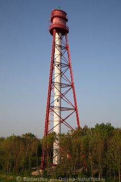 Der höchste Leuchtturm Deutschlands wacht an der Emsmündung in Campen.