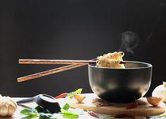 Lanttu-Ramen - Valmista Hapiskimchistä ja lantuista lämmittävä ramen-keitto – lantun makeus tasapainottaa mausteista ja suolaista keittoa. (Tara Junker & Anna Sarmanto, Syö Hyvä Mieli- kirja) #hapis #hapankaali #hapiskimchi #rasilainen #rasilaisenhapankaali