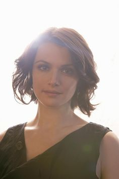 Rachel Weisz new hair cut?