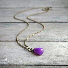 Collier pierre de jade violet sur chaîne couleur bronze - bijoux de créateur - collier minimaliste