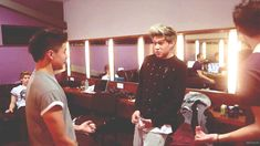 niall from one direction vs ashton from 5sos | One Direction Niall Horan nialler 5sos 5 seconds of summer Calum Hood ...