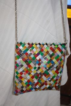 large grafitti shoulder bag - we think the metal chain will hold your valuables better than a paper one! Cookie Packaging, Chip Bags, Icecream Bar, Metal Chain, Euro, Shoulder Bag, Paper, How To Make, Shoulder Bags
