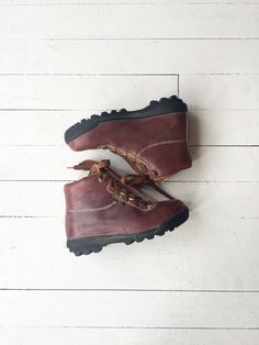 Vasque hiking boots | 1970s leather hiking boots | rugged 70s ankle boots