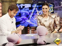 Pilar Rubio fichaje estrella en El Hormiguero Real Madrid Sergio Ramos, Coat, Jackets, Fashion, Real Madrid Players, Kisses, Entertainment, Stars, Boyfriends
