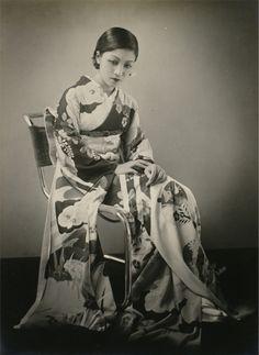 taishou-kun:  Horino Masao 堀野正雄 (1907-1998) untitled (woman wearing kimono) - 1933
