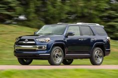 2017-toyota-4runner-front-view-blue-color