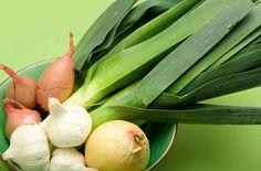 ユリ科アリウム属の野菜とは、独特な香りを持つニンニク、タマネギ、エシャロット、リーク(西洋ネギ)、チャイブ(西洋あさつき)、ラッキョウなどです。共通する効果としては、悪玉コレステロール値や血圧を下げる、アテローム性動脈硬化、心臓発作や卒中の予防などが知られています。#ヘルス・フィットネス#ヘア・ビューティー#ガーデニング#健康#Health#サプリメン#ナチュロパシー
