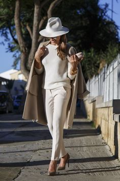 I take this opportunity to wish you all to step into the New Year with an open heart and with Purpose. May Light guide your way and Love be your driving force Elegant Chic, Elegant Outfit, Elegant Woman, Casual Dress Outfits, Fashion Outfits, Fasion, Ramona Filip, Street Chic, Street Style