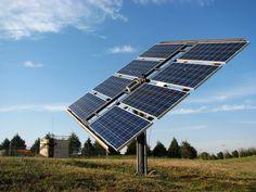 Cientistas do MIT ( Instituto de Tecnologia de Massachussets) produziram painéis solares capazes de rastrear o movimento do sol com o objetivo de captar uma quantidade de energia maior em relação aos painéis convencionais. Foram construídas torres verticais para que o painel pudesse acompanhar os movimentos
