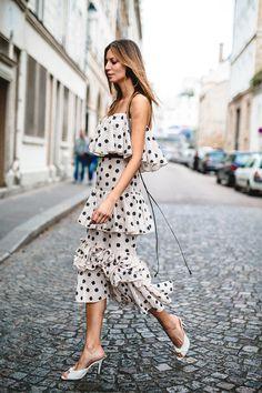 Johanna Ortiz Spring 2018 Ready-to-Wear Fashion Show Collection: See the complete Johanna Ortiz Spring 2018 Ready-to-Wear collection. Look 5 Looks Street Style, Street Style Summer, Vestido Dot, Fashion Show Collection, Denim Outfit, Mode Inspiration, Dot Dress, Fashion Outfits, Fashion Trends