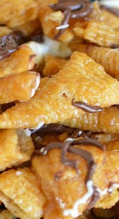 Five Minute Caramel Bugles – Gesunde Snacks und Snack-Mix Snack Mix Recipes, Yummy Snacks, Appetizer Recipes, Delicious Desserts, Dessert Recipes, Cooking Recipes, Yummy Food, Snack Mixes, Recipes With Cereal