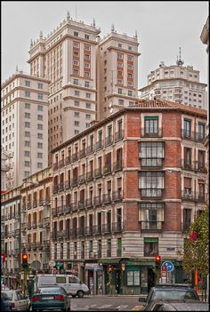Discover the world through photos. Skyline, Mercedes Benz Cars, Spain, Multi Story Building, To Go, Around The Worlds, Street View, Travel, Beautiful