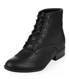 - Real leather- Lace up fastening- Low block heel- Embossed detail