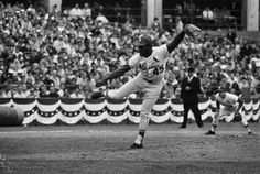 Ayer 9 de noviembre fue el cumpleaños de Bob Gibson, lanzador dominante de los Cardenales de St. Louis durante los 60 y 70. Su mirada en el montículo... daba miedo.