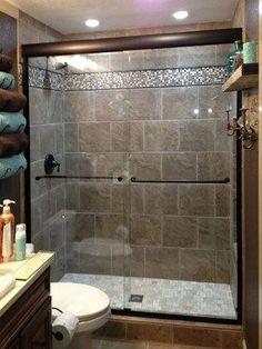 Cozy small bathroom shower with tub tile design ideas (54)