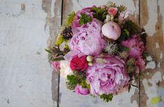 Ramo de novia con peonias, rosas de jardín y bupleurum , freco y natural . Mayula Flores