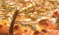 Cheese pizza with pesto