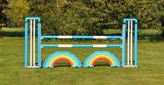 Paardensport hindernissen in vrolijke kleurtjes