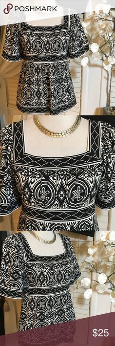 BCBGMAXARIA TOP Beautiful top in perfect condition, made of polyester and spandex BCBGMaxAzria Tops Blouses