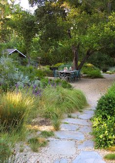 California Gold gravel – drought tolerant plantings – gravel joints – outdoor dining area