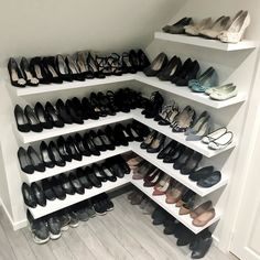 16 Ideas For Organizing All Of Your Shoes Ain't nobody got time for shoes left out and about. Shoe Shelf In Closet, Shoe Shelf Diy, Shoe Cupboard, Corner Closet, Diy Shoe Rack, Shelves For Shoes, Kitchen Organization Pantry, Shoe Closet Organization, Pantry Diy