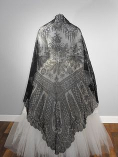 chantilly lace shawl - back