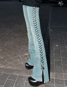 diy lace-up flare jeans Mode Outfits, Fashion Outfits, Edgy Outfits, Agent Provocateur, Quoi Porter, Diy Vetement, 2000s Fashion, Looks Vintage, Fashion Killa
