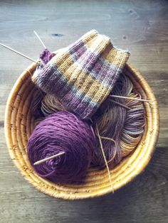 Learn a Stitch, Share the Love Knitalong Series–Free Washcloth Pattern Swish with a Twist Knitting Blogs, Easy Knitting, Knitting Stitches, Knitting Patterns Free, Knitting Needles, Knitting Projects, Knitting Socks, Free Pattern, Knit Socks