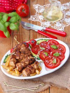 Az otthon ízei: Chilis joghurtban pácolt csirke lilahagymás paradicsomsalátával